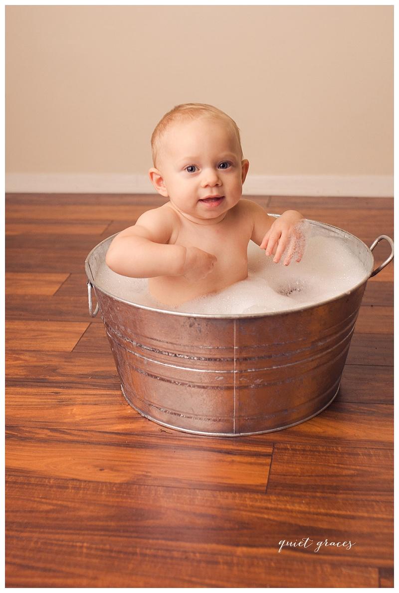 Cake Smash Bubble Bath Photography Simpsonville SC