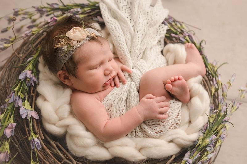 Stunning Minimalist Newborn Photos Simpsonville SC